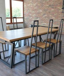 Stół do jadalni z drewnianym blatem Varese