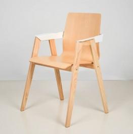 Krzesło z podłokietnikami na drewnianych nogach B