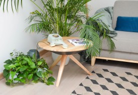 Drewniany stolik kawowy ze schowkiem pod blatem Y