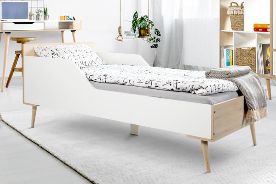 Jednoosobowe łóżko młodzieżowe na drewnianych nogach Sofie 180x80